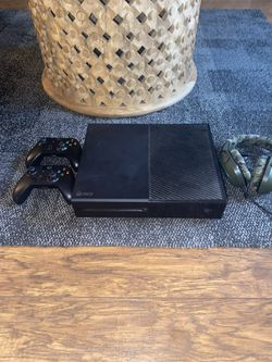Xbox One 500 Gb With Headphones And 5 Games Included for Sale in Washington,  DC