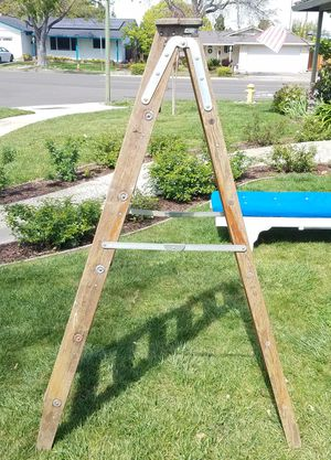 Bell Systems Wooden Ladder 6ft for Sale in San Jose, CA