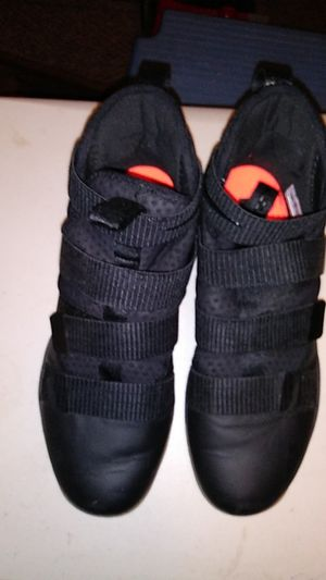 Nike LeBron XI Basketball Shoes Hi-tops Size 10 Velcro closure never worn for Sale in Wichita, KS