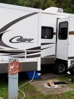 2011 keystone cougar travel trailer for Sale in Delaware,  OH