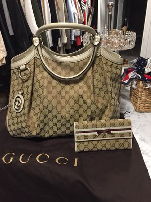Gucci Monogram hobo bag for Sale in North Attleborough, MA
