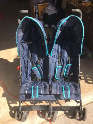 Double umbrella stroller for Sale in Denver, CO