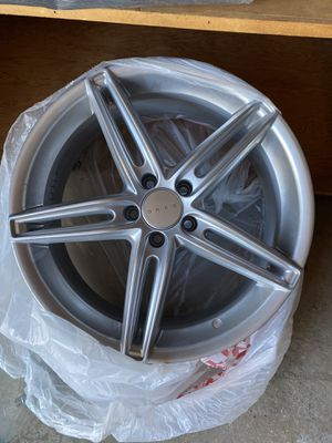 Nearly new wheel DRAG. 19 inch 5 bolt for Sale in Camp Pendleton North, CA