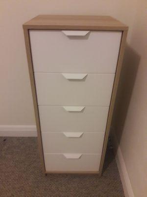 Dresser 5 gavinets for Sale in Pompano Beach, FL