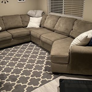 Free 4 Piece Sectional for Sale in Morgan Hill, CA
