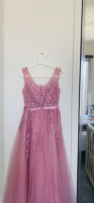 Gorgeous gown for Sale in Clovis, CA