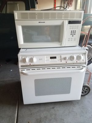 Stove & microwave for Sale in Phoenix, AZ