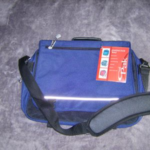 Brand new California Pak shoulder briefcase for Sale in Hollywood, FL