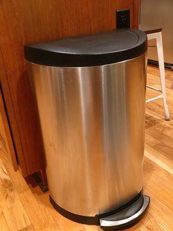 Simplehuman Kitchen Step Trash Can 45L for Sale in Kirkland,  WA