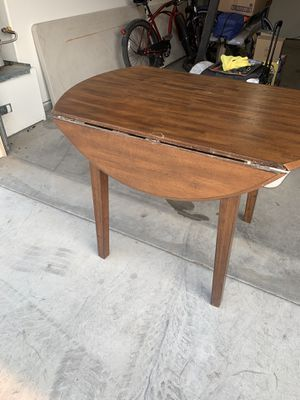 Small kitchen table for Sale in Bakersfield, CA