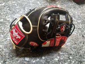 NEW RAWLINGS PROS312-2CB BASEBALL GLOVE for Sale in Victorville, CA