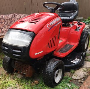 TROY BUILT BRONCO LAWN TRACTOR -RIDING MOWER. Accepting reasonable offers for Sale in Detroit, MI