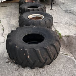 Tractor Tires 16.5l-16.1sL for Sale in Fort Myers, FL