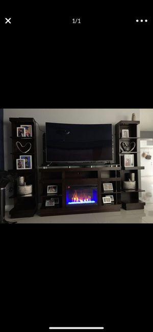 """Tv stand maximum 75"""" for Sale in Boca Raton, FL"""