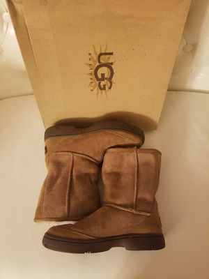 ugg boots, with box. size 6, excellent condition for Sale in Demorest, GA