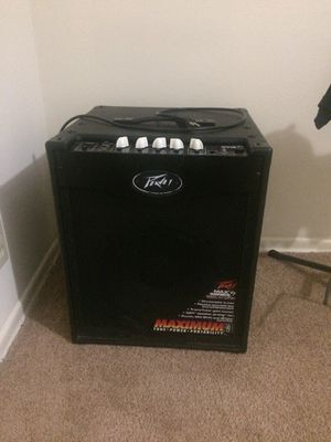 Bass giutar amp .Peavey max 112 for Sale in Ballwin, MO