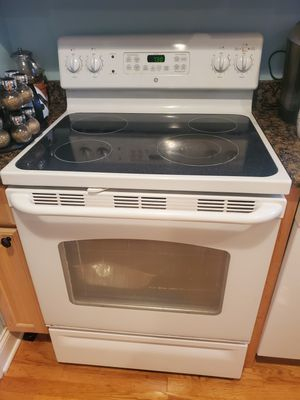 Stove -GE Electric Stove for Sale in Schaumburg, IL