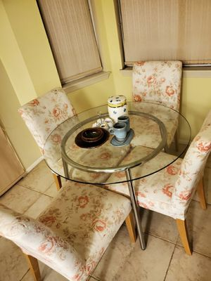 Coffee table and chairs great condition and cheap!!! for Sale in El Monte, CA