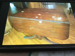 Antique table and chairs for Sale in Murfreesboro, TN