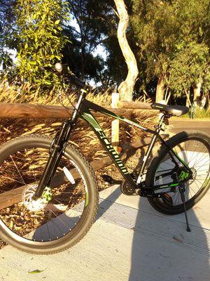 Schwinn mountain bike in great condition for Sale in Huntington Beach, CA