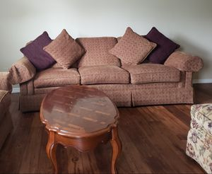 5 seater sofa set available with central table for Sale in Franklin, TN