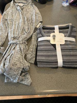New Women's Fleece Pajama Set & robe for Sale in Las Vegas, NV