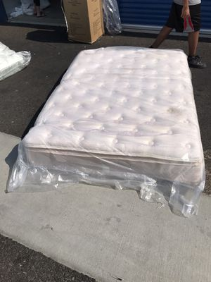Cal king mattress and box spring set for Sale in West Sacramento, CA