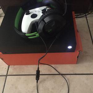 Xbox One X 1 TB for Sale in Miami, FL