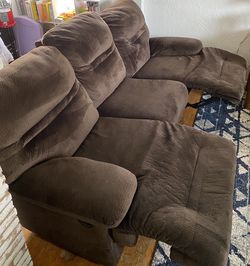 Nice Clean Couch for Sale in Tacoma,  WA