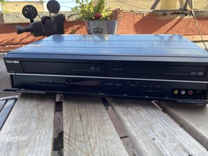 Toshiba dvd/vcr combo with DVD recorder. for Sale in Long Beach, CA