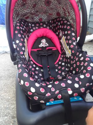 Minnie Mouse car seat for Sale in Williamstown, NJ