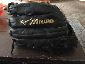 Mizuno baseball glove for Sale in Rochester Hills, MI