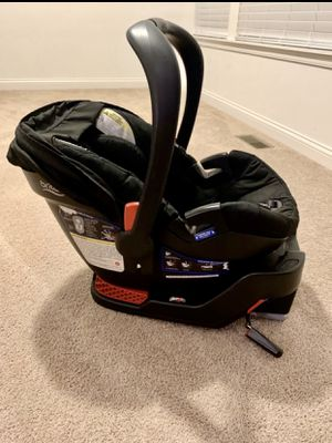 BRITAX CAR SEAT AND BASE for Sale in Cincinnati, OH