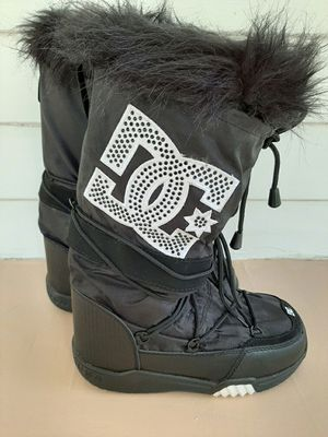 DC Chalet Women's Snow Boots Size 8 for Sale in Cuyahoga Falls, OH