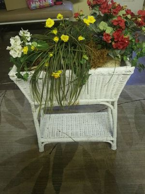 Vintage white wicker planter stand w/ lower shelf for Sale in Honea Path, SC