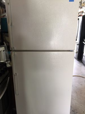 """GE off white refrigerator 29""""W in excellent condition plus 6 months warranty for Sale in Pompano Beach, FL"""