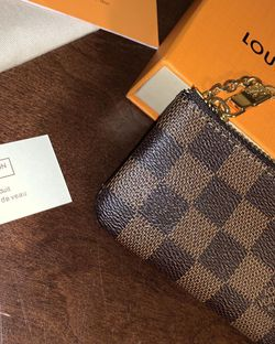 Authentic Louis Vuitton Damier Coin Purse for Sale in Silver Spring,  MD