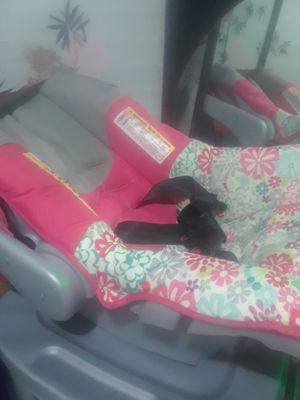 Babygirl Baby Carseat $25.00 cash only ( serious buyers) for Sale in Dallas, TX