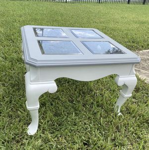 Glass top end table for Sale in Tamarac, FL