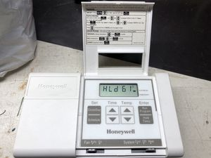 Honeywell Thermostat for Sale in Bountiful, UT
