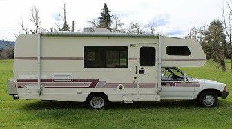 Motorhome is well maintained1991 Toyota Winnebago Warrior 21 for Sale in Mesquite,  TX