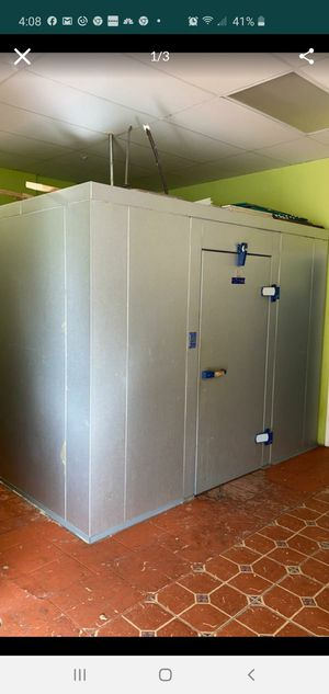 Excellent condition 10x10 with condenser for Sale in Coral Springs, FL