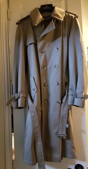 Vintage high quality Like new trench coat, zip out lining, size 42L for Sale in McKinney, TX