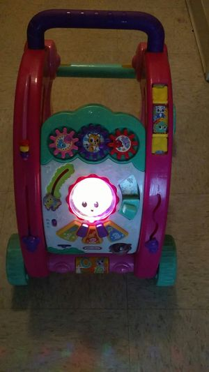 Baby walker (sings and lights up) $5 for Sale in San Jose, CA