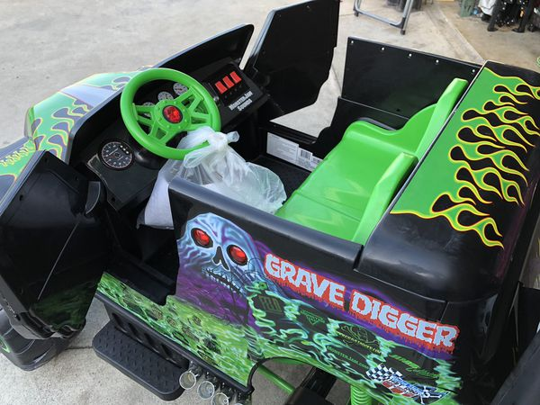 Grave Digger 24volt electric kids ride on cars power ...