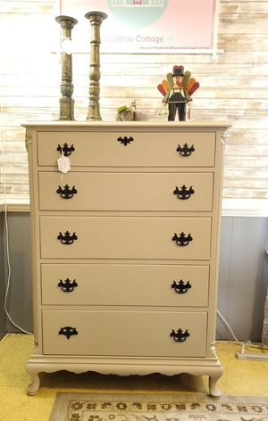 Chest of drawers for Sale in Chesapeake, VA