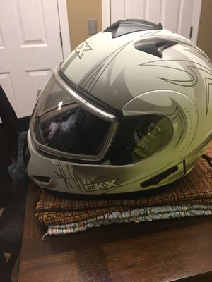 Medium snowmobile helmet brand new never used for Sale in Plymouth, CT