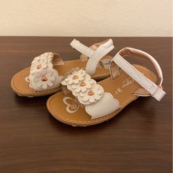 Little Girls White Sandals for Sale in West Covina,  CA