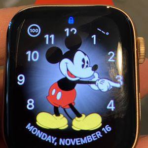 Apple Watch Gold Series 5 GPS 44MM for Sale in Glendora, CA