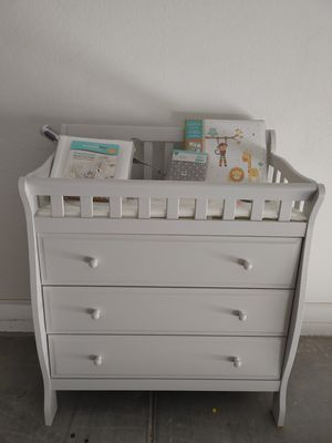 Baby changing table / dresser for Sale in Maricopa, AZ